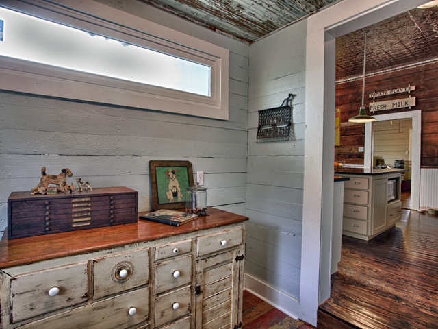 Living Vintage - Mudroom addition