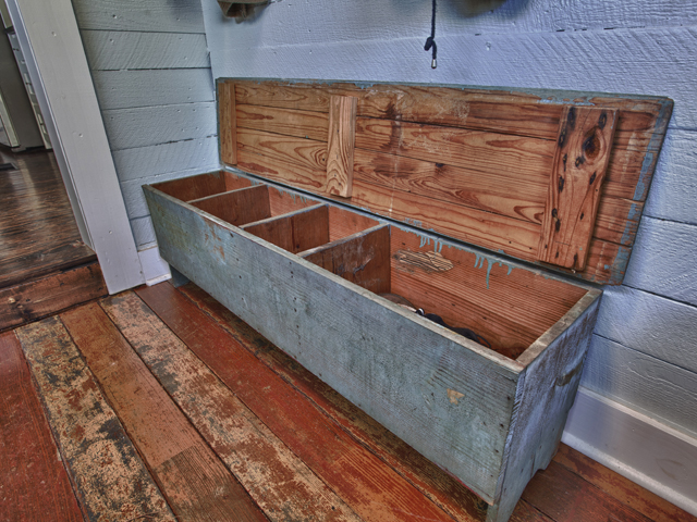 Living Vintage - mudroom bench storage