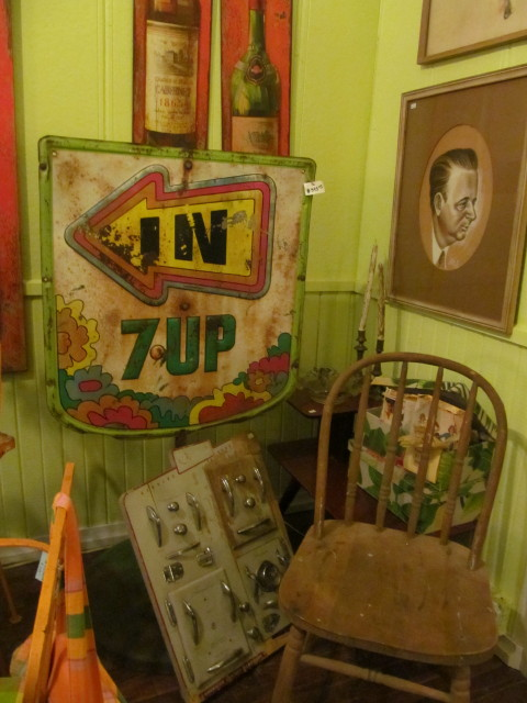 Old 7-Up sign - Living Vintage
