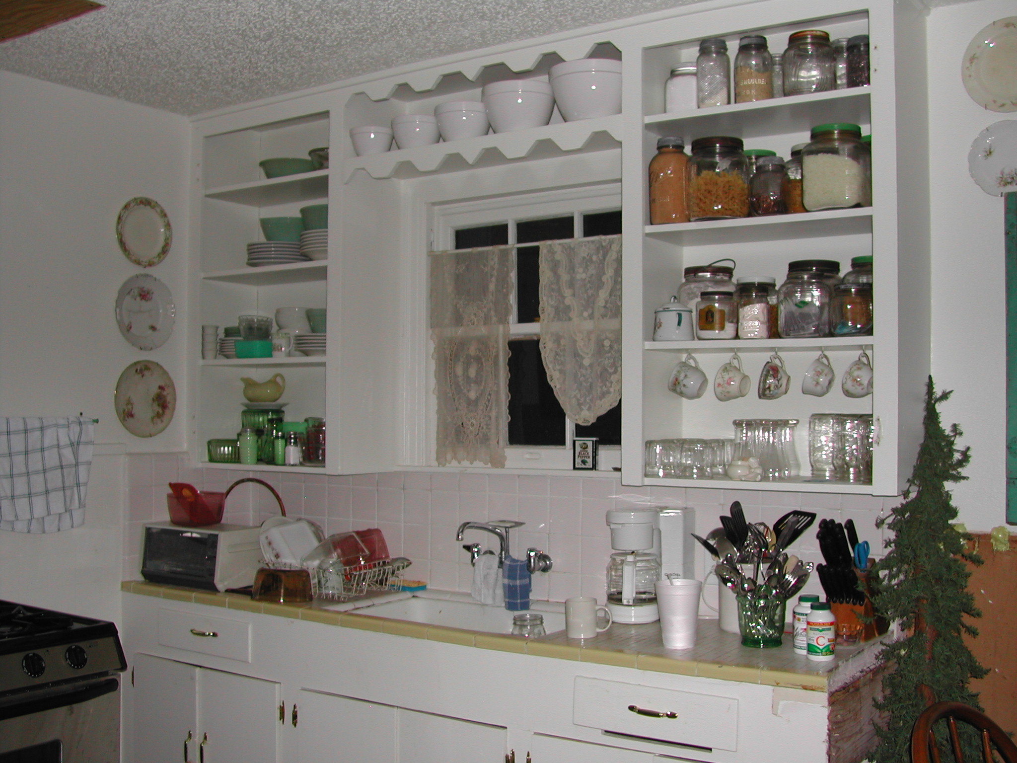 Ruth Avenue kitchen - before