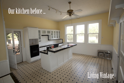 Our kitchen before we remodeled - Living Vintage