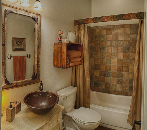 The Texan Suite's bathroom