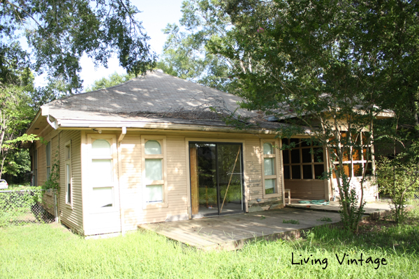 Back of Former Lon Morris College's Pin Oak Cottage - Living Vintage