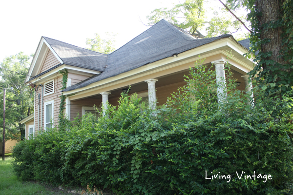 Side of former Lon Morris College's Pecan Cottage