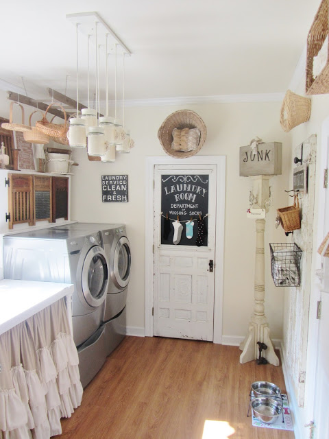 This darling laundry room featured on Living Vintage's Friday Favorites - come check it out