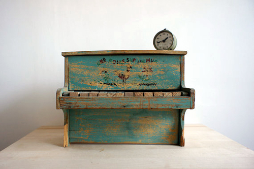 toy piano Etsy find- featured on Living Vintage