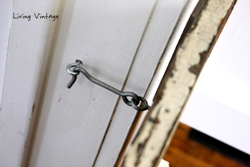we used a basic latch to keep the dog gate closed - Living Vintage