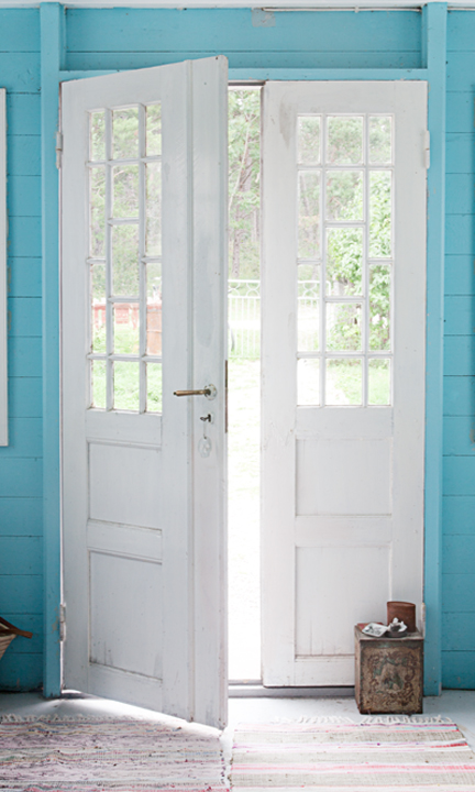 WONDERFUL french doors featured on Friday Favorites - Living Vintage
