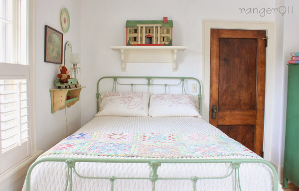 bright and happy country bedroom - featured on Living Vintage's Friday Favorites