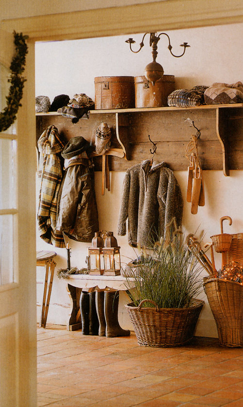 welcoming mudroom - Friday Favorites - Living Vintage