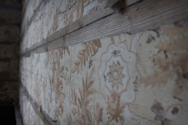 closeup shot of old wallpaper in an abandoned house - Friday Favorites - Living Vintage