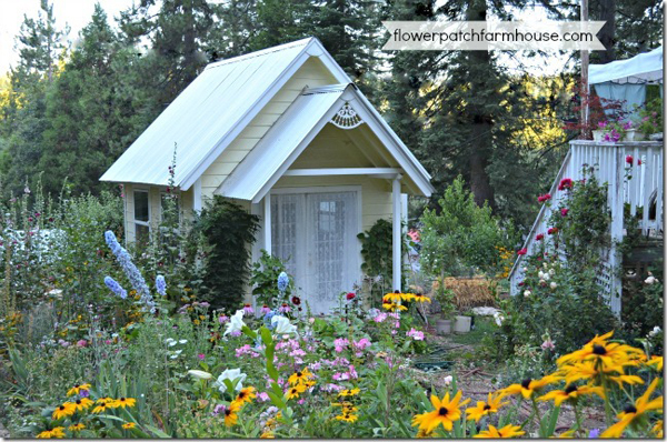a darling gardening shed with FREE plans - Friday Favorites - Living Vintage
