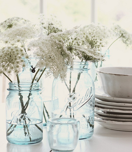 ball jars and wildflowers are a timeless decorating idea - one of 8 picks for this week's Friday Favorites - Living Vintage