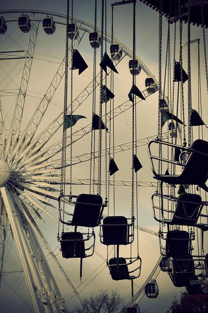 a beautiful photo of a fairground - one of 8 picks for this week's Friday Favorites - Living Vintage