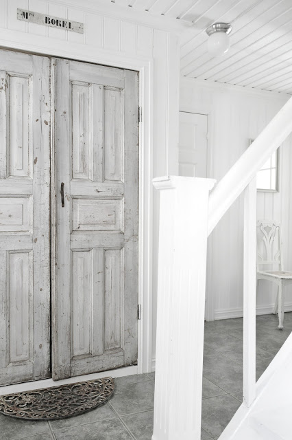 a gorgeous pair of grey doors - one of 8 picks for this week's Friday Favorites - Living Vintage