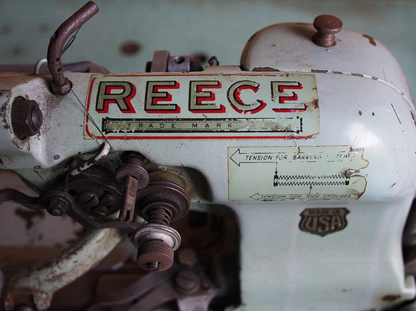 an old sewing machine - one of 8 picks for this week's Friday Favorites