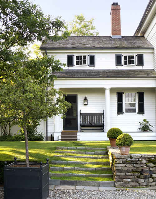 beautiful curb appeal - one of 8 picks for this week's Friday Favorites - Living Vintage
