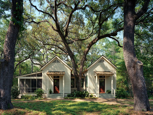 a darling guest cottage - one of 8 picks for this week's Friday Favorites
