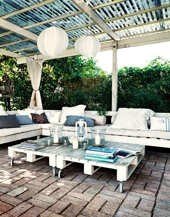 ideas for affordable patio furniture construction: use pallets! - one of 8 picks for this week's Friday Favorites