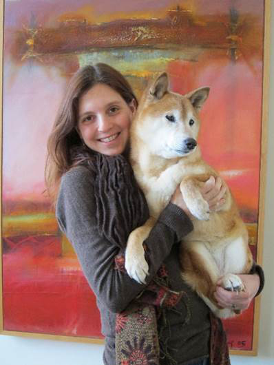 Jennifer with her dog Tai (the dog who saved the chameleon)