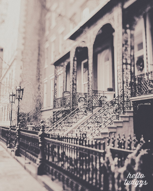 a beautiful image of New York's Gramercy Park - one of 8 picks for this week's Friday Favorites