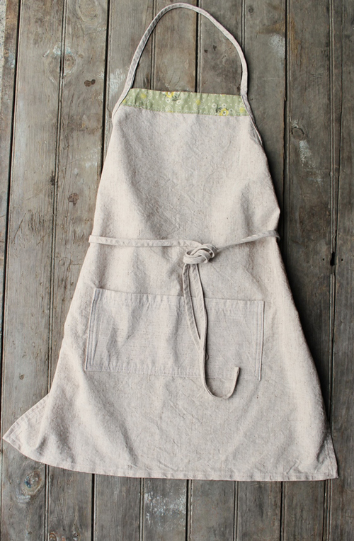 love this simple apron, especially the organic duck fabric she chose - one of 8 picks for this week's Friday Favorites