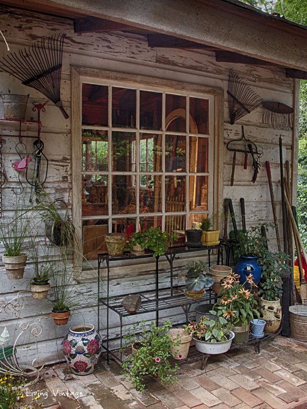 Jenny's adorable, decorated garden shed | Living Vintage