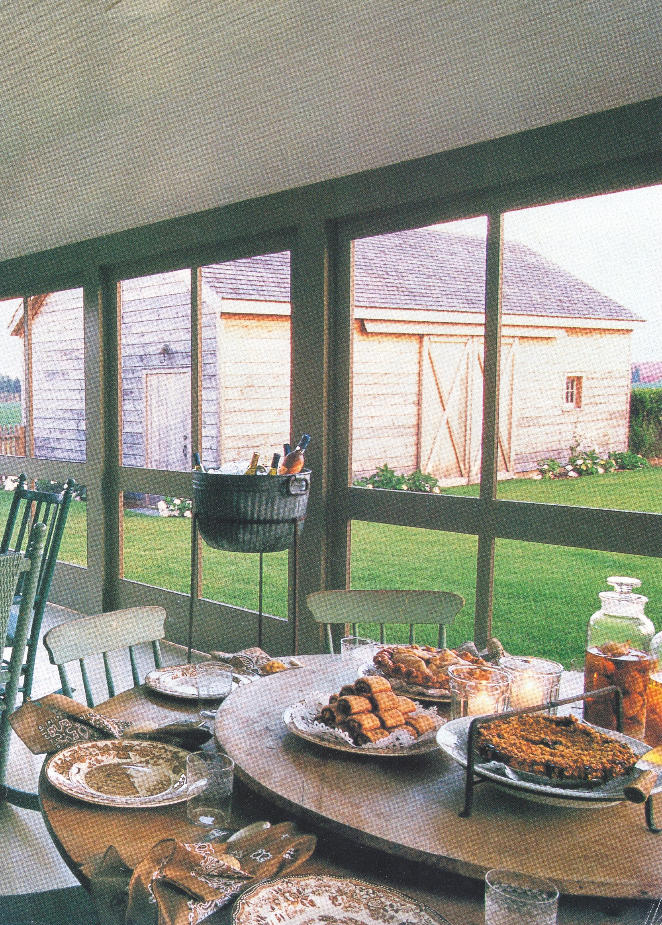 a place to dine in the screened-in porch