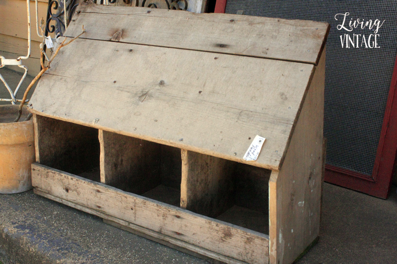 a small chicken nesting box, perfect for small chicken coops