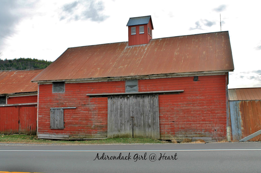 a wonderful red barn -- one of 8 picks for this week's Friday Favorites