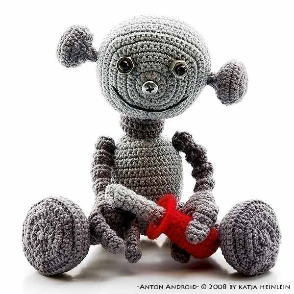 an adorable robot crochet pattern (with a tutorial) - one of 8 picks for this week's Friday Favorites