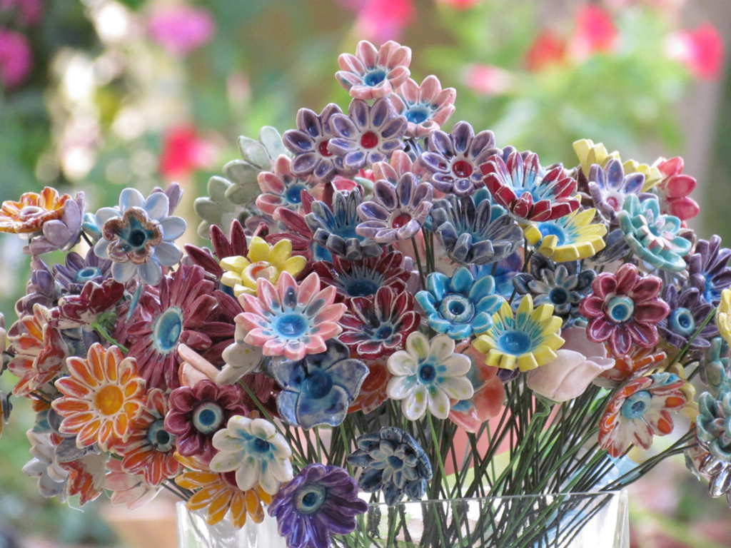 pretty ceramic flowers (so pretty for a wedding) - one of 8 picks for this week's Friday Favorites