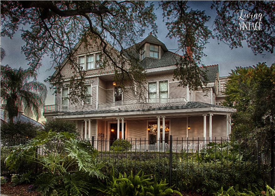 a beautiful bed & breakfast in New Orleans on St. Charles Avenue