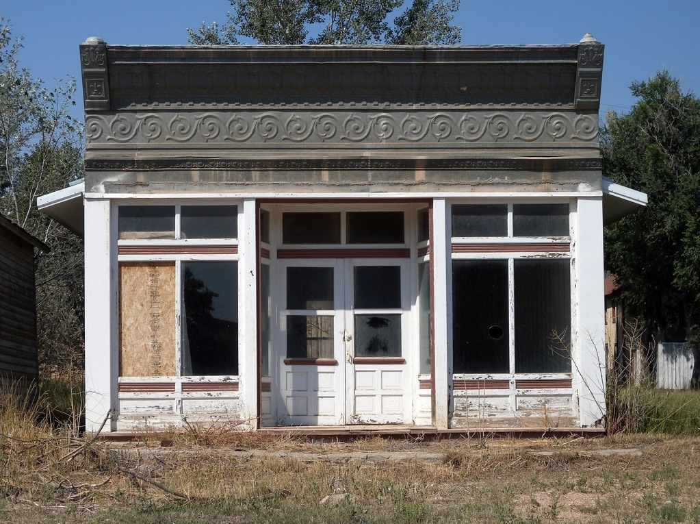 a wonderful old building in South Dakota - one of 8 picks for this week's Friday Favorites