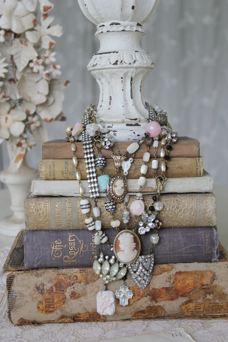 a beautiful way to display jewelry - 1 of 8 picks for this week's Friday Favorites