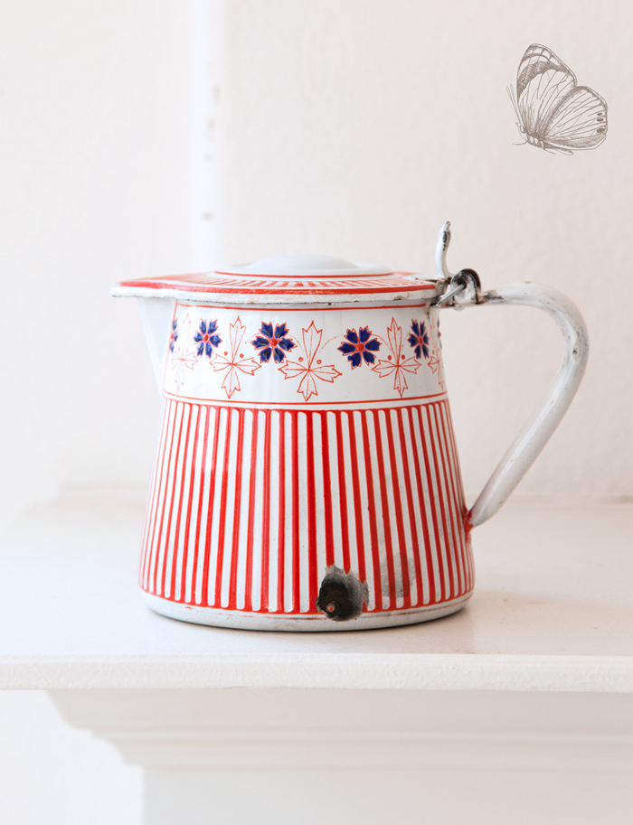 a very pretty French vintage milk pot - 1 of 8 picks for this week's Friday Favorites
