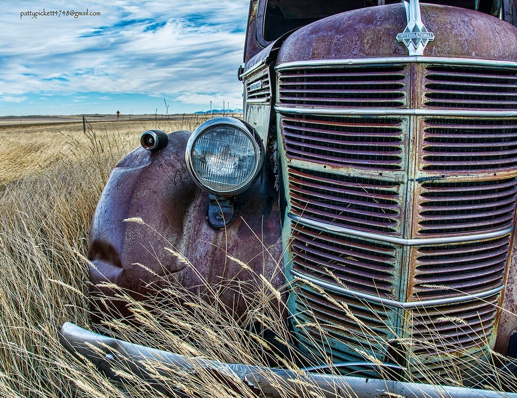beautiful purple hues in this old ride (and a nicely composed shot) - 1 of 8 picks for this week's Friday Favorites