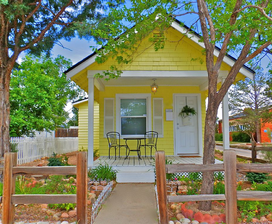 a really cute tiny house that's also a vacation rental in Colorado Springs- 1 of 8 picks for this week's Friday Favorites