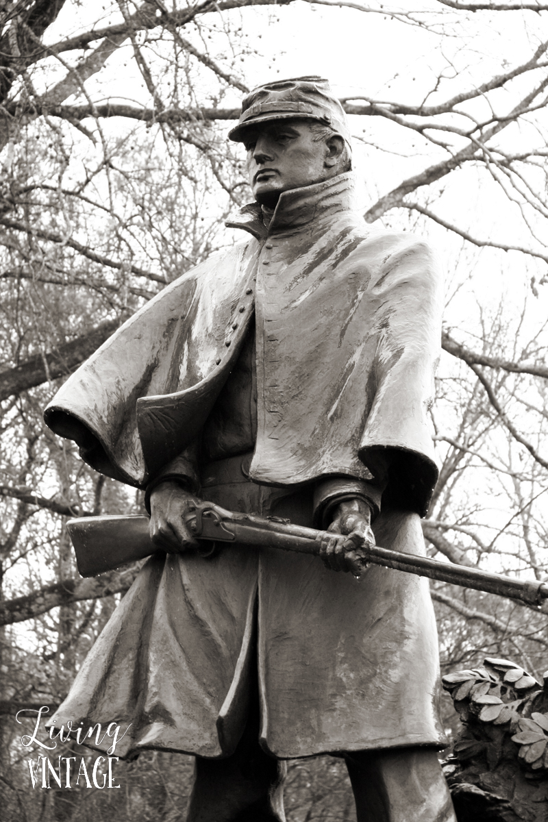a soldier statue on the Civil War battlefield in Vicksburg