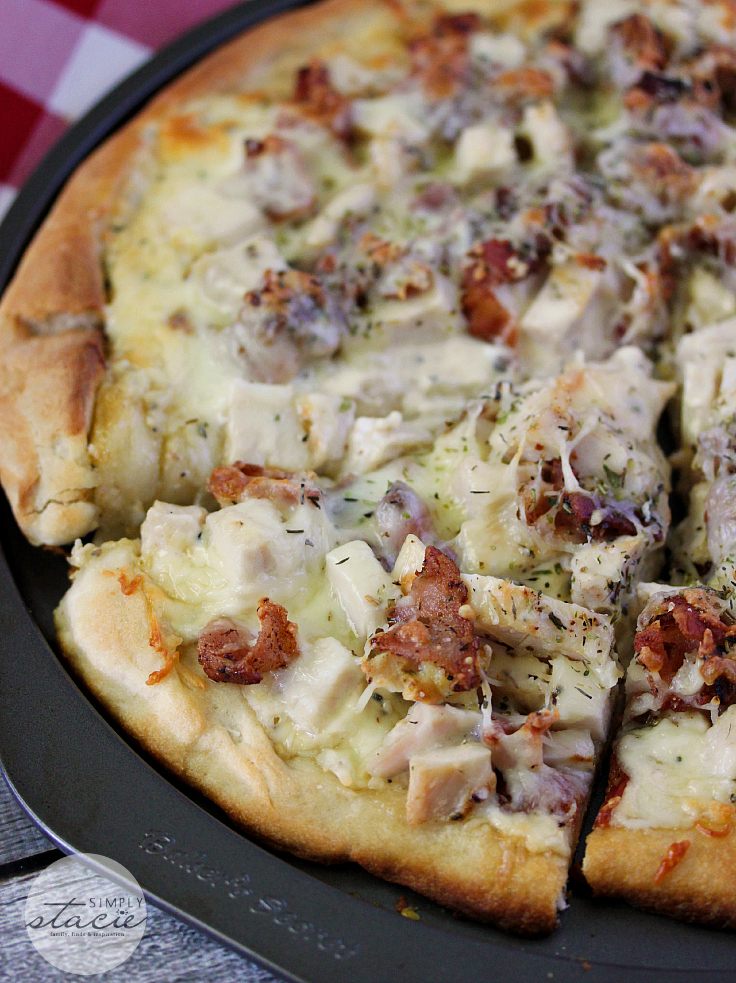 yummy chicken caesar pizza