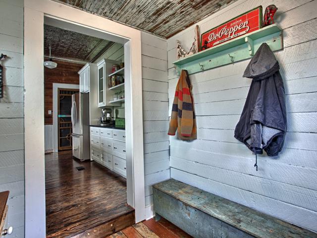 Living Vintage Coat Rack And Bench